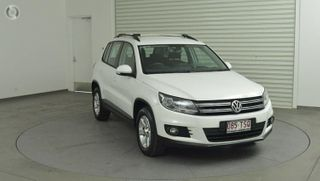 2012  Volkswagen Tiguan Wagon (Candy White) Used Car Thumbnail